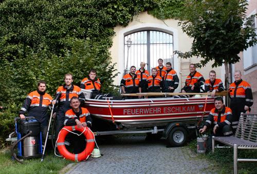 Die Feuerwehr Eschlkam hat sich intensiv mit dem Thema Wasserrettung auseinandergesetzt.