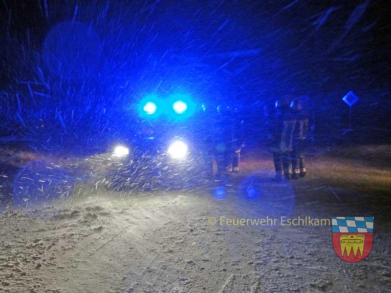 Lagebesprechung-im-Schneest