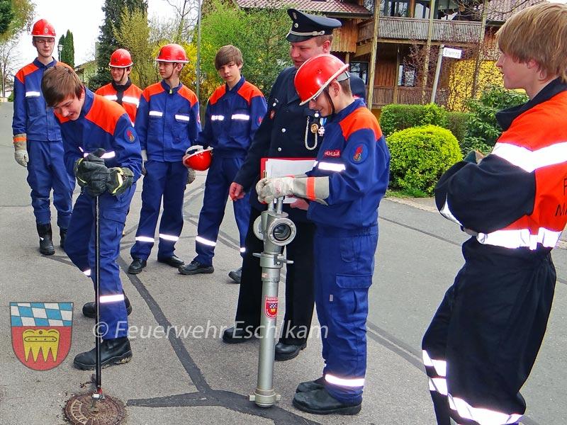 Kampf-mit-Hydrantendeckel