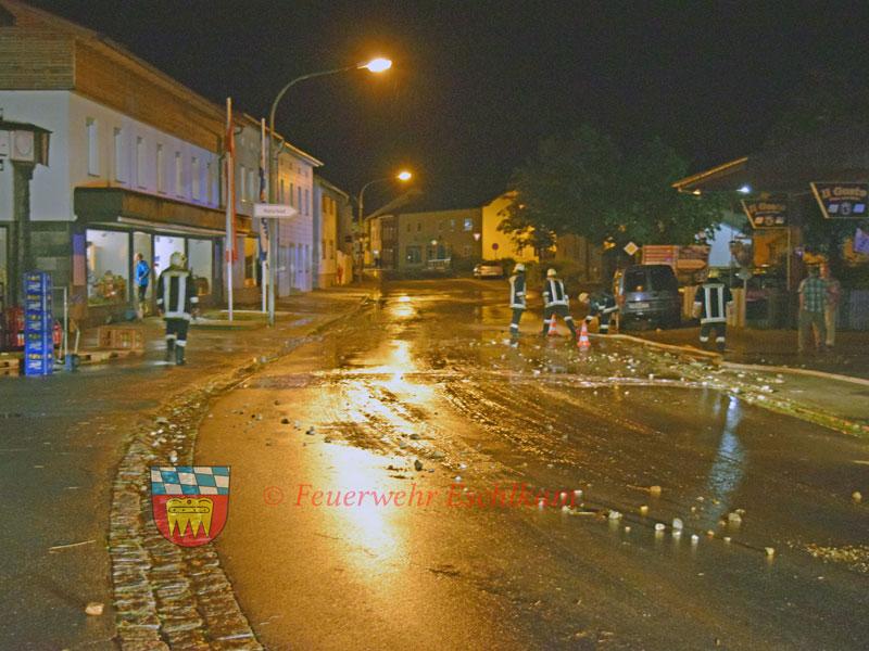 Strasse-ueberschwemmt