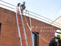 Die Feuerwehraxt kommt sicher nach oben.