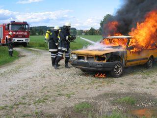 Bei einem Brand geht der Angriffstrupp immer mit Atemschutz vor.