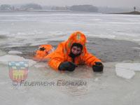Rettung von ins Eis eingebrochenen Personen steht auf unserem Übungsprogramm.