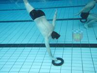 Wir unterziehen uns der Rettungsschwimmerausbildung.